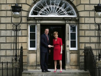 El primer ministre britànic, David Cameron i Nicola Sturgeon.  REUTERS