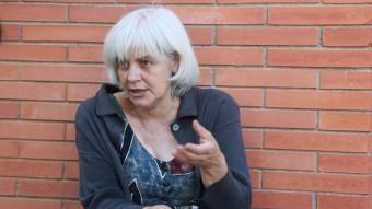 Dolors Sabater, fotografiada ahir a l'exterior del centre de disminuïts profunds que ella mateixa, amb altres ciutadans, va reivindicar en el seu dia Foto:ANDREU PUIG