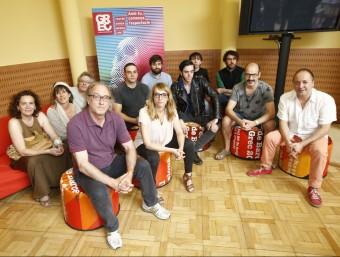 Foto de família dels representants dels primers espectacles del Grec , ahir a l'Icub. ALEJANDRO GARCÍA/EFE