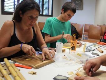 Alguns alumnes practicant al taller d'inxes impartit ahir per Daniel Carbonell. TAEMPUS
