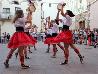 El ball de les Panderetes durant la Quintinada davant l'Ajuntament. J.M.F./TAEMPUS