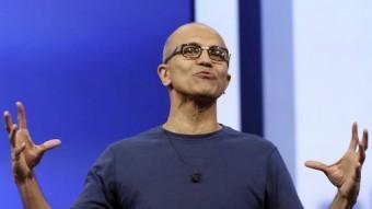 El director executiu de Microsoft, Satya Nadella, parla durant una conferència on va referir-se a les novetats de la companyia ROBERT GALBRAITH / REUTERS