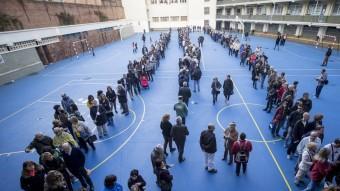 Cues per votar en la consulta del 9 de novembre del 2014 Foto:ALBERT SALAMÉ