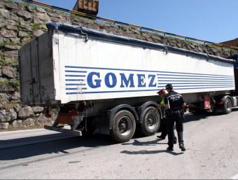 El camió que conduïa el xofer bulgar que va ser detingut perquè va donar positiu en marihuana. ACN