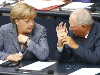 La cancellera alemanya, Angela Merkel, i el ministre de Finances, Wolfgang Schäuble, aquest dimecres al Bundestag REUTERS