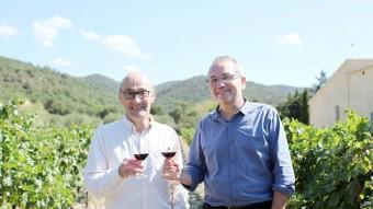 Salvador Sunyer i Xavier Albertí, ahir al matí, entre vinyes empordaneses T.A