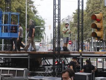 Preparatius de la Via Lliure a tocar del Parc de la Ciutadella, aquest dijous a Barcelona ORIOL DURAN