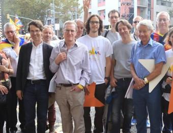 Alguns dels participants al 'Catalan Weekend', ahir al carrer Wellington en finalitzar la Via Lliure ANDREU PUIG