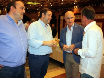 El president del Comitè de govern d'Unió Democràtica de Catalunya (UDC), Josep Antoni Duran i Lleida, i el cap de llista per Lleida de la formació el 27-S, Josep Maria Pelegrí, amb representants del sector agrari a Lleida ACN