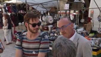 Marc Vidal (a la dreta) i Joan Luengo, ahir al migdia al mercat de Banyoles de la plaça Major. Foto:R. E