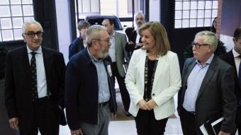 Méndez i Fernández Toxo conversen amb Fátima Báñez, ahir,durant un acte a Madrid EFE