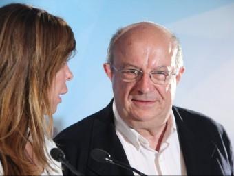 Santi Fisas, eurodiputat del PP, parla amb Alícia Sánchez-Camacho, durant la campanya electoral de les europees ACN