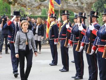Forcadell passa revista al mossos d'esquadra un cop escollida nova presidenta del Parlament. a.puig