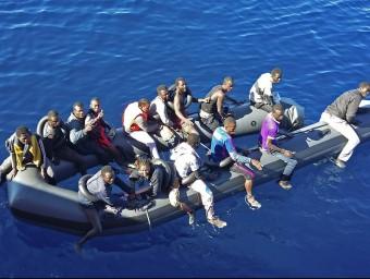 Imatge facilitatda per Salvament Marítim de les restes de la llanxa amb els quinze supervivents EFE