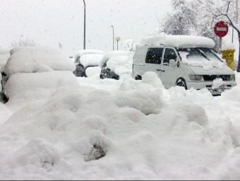 Un carrer d'Olot durant la nevada del març del 2010. R. E.
