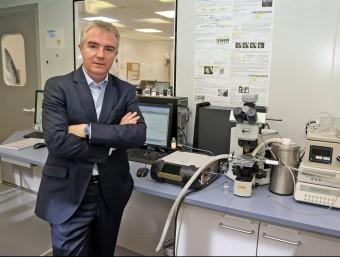 Ignasi Biosca, conseller delegat de Reig Jofr, en un dels laboratoris d'injectables.  JUANMA RAMOS