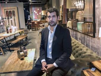 Jordi Lladó, director general de Casa Viva, en un establiment que la cadena de decoració té a l'Eixample barcelonès.  JOSEP LOSADA