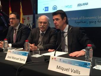 Andreu Mas-Colell, amb el ministre d'Indústria, José Manuel Soria, dimecres passat a Barcelona EUROPA PRESS