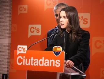 Els diputats de Cs Inés Arrimadas i Carlos Carrizosa, a la roda de premsa d'aquest dilluns ACN