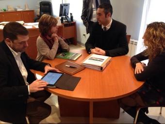 Meritxell Borràs, consellera de Governació i l'alcalde d'Agramunt, Bernat Solé en la reunió d'ahir GOVERNACIÓ