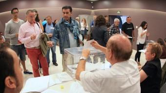 Ciutadants votant, en les darreres eleccions al Parlament de Catalunya. LLUÍS SERRAT