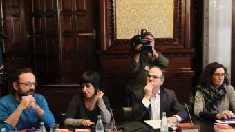 Anna Gabriel (CUP) i Jordi Turull (JxSí) en la junta de portaveus, ahir al Parlament. Foto:EFE