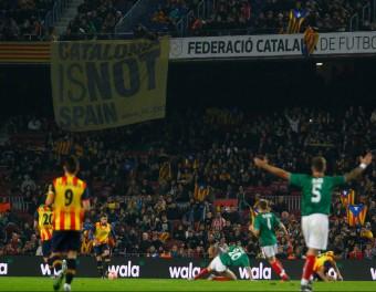 Jordi Alba condueix una pilota en un moment del partit de dissabte passat entre Catalunya i el País Basc, al Camp Nou JOSÉ CARLOS LEÓN
