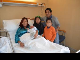 El primer nadó de l'any amb la seva família I. BOSCH