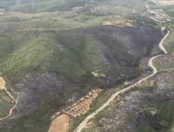 Vista aèria de la zona afectada per l'incendi, al Massís de Bonastre BOMBERS DE LA GENERALITAT