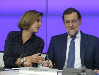 Rajoy, parlant amb Cospedal abans de la seva intervenció EFE