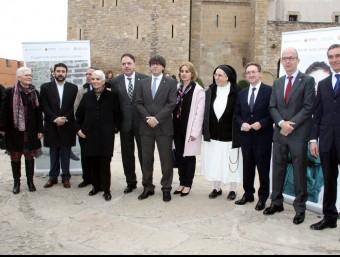 Tots els impulsors del projecte '#Invulnerables' amb el president de la Generalitat, Carles Puigdemont ACN