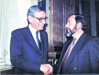 El professor Francesc Granell (dreta) a una reunió a l'ONU amb Butros Butros-Gali.  ARXIU