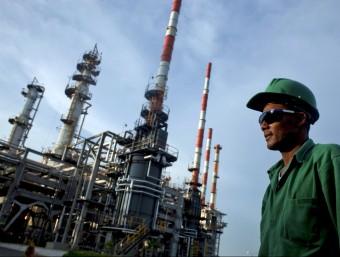 El sector petrolier ha estat dels més castigats.  ARXIU