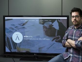 Joan Artés, cofundador d'Artesans, a la seu de l'empresa, a Barcelona.  JOSEP LOSADA