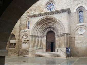 La magnífica portalada occidental del temple just acabada de restaurar, i amb els tres nous vitralls EVA POMARES