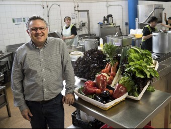 Oriol Notario, director general d'Ecotaula a un dels menjadors escolar.  JOSEP LOSADA