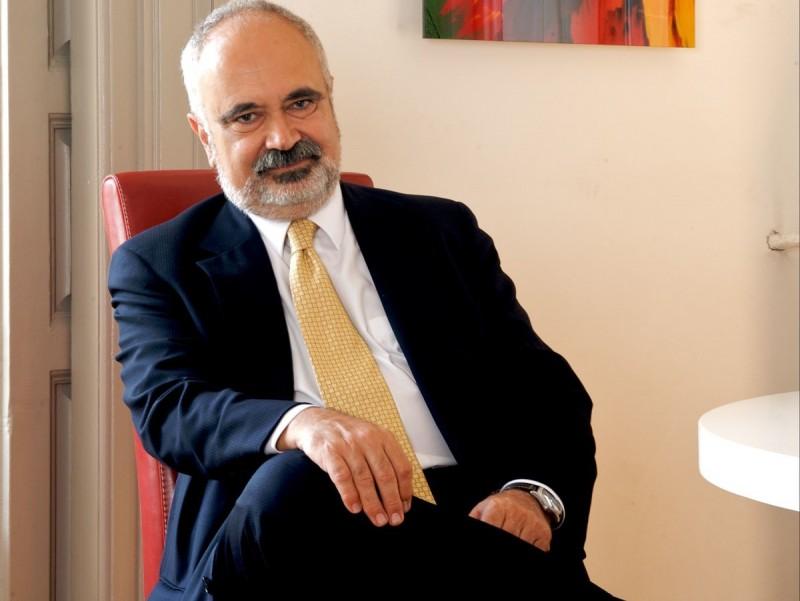 El coautor del llibre César Molinas, al seu despatx.  ARXIU