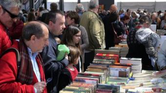La Fira del llibre vell a la plaça Catalunya  M. LLADÓ