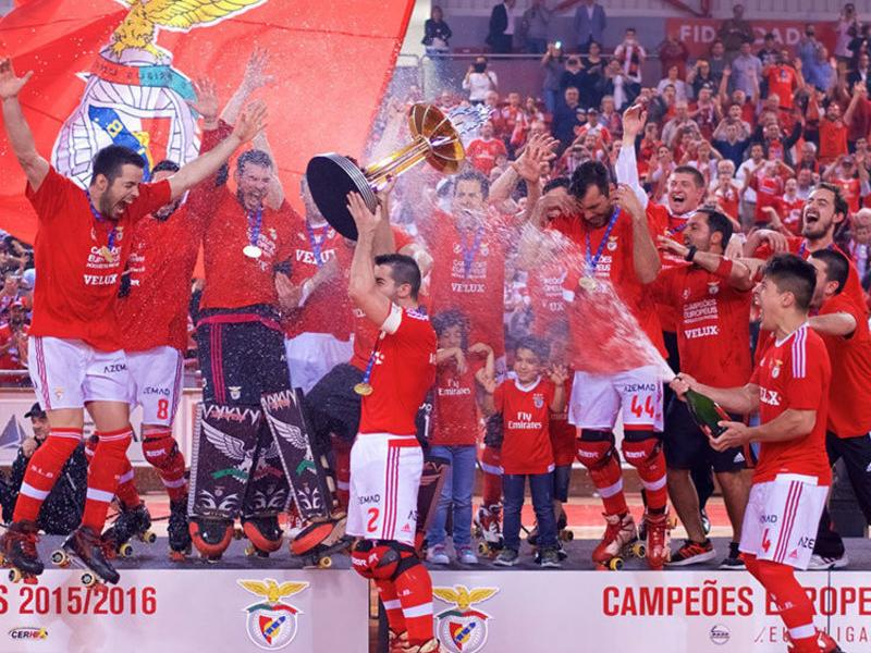 A l'esquerra, l'alegria del Benfica més catalanitzat de la història.  A la dreta, el Vilafranca celebra l'accés a la final de la CERS amb els aficionats desplaçats a Barcelos Foto:MARZIA CATINI / RAIMON MASCARÓ