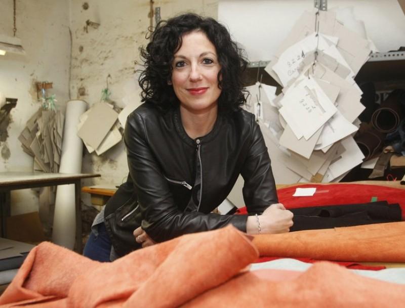 Anna Busquets, al taller on es fan les bosses artesanalment.  Foto:ORIOL DURAN