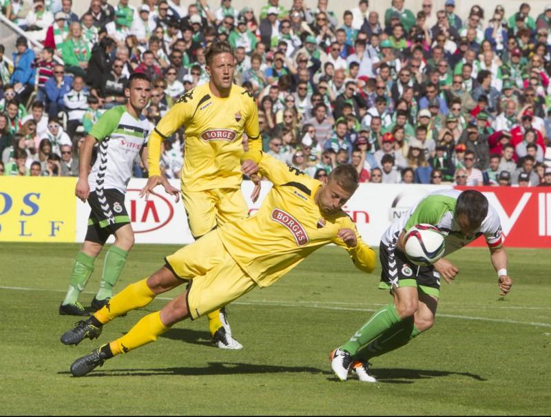 Olmo i Edgar, durant el partit d'anada de l'eliminatòria contra el Racing DIARIO MONTAÑÉS