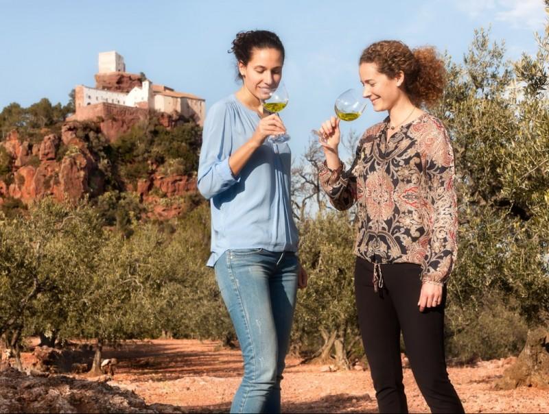 Sara (esquerra) i Judit March Solé, la cinquena generació de l'empresa familiar Olis Solé.  L'ECONÒMIC