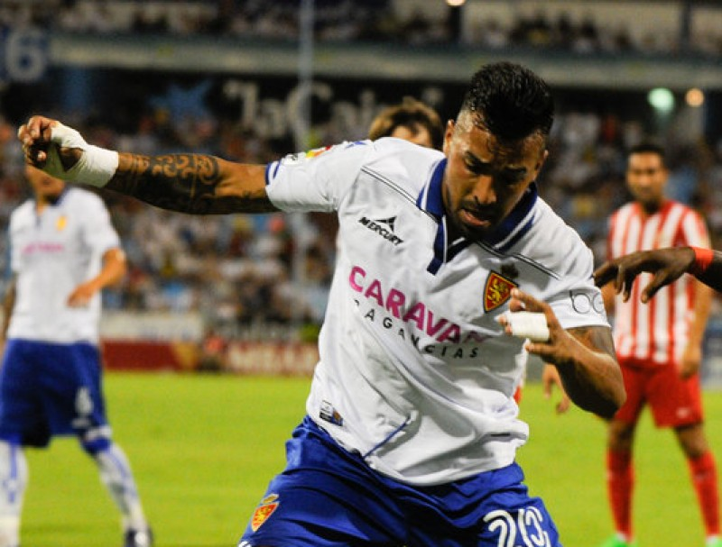 Jorge Díaz, pressionat per un jugador de l'Almeria, la temporada passada amb el Saragossa EL PERIÓDICO DE ARAGÓN