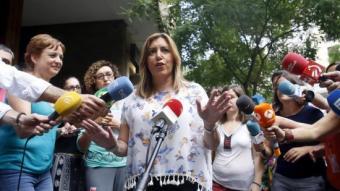La presidenta d'Andalusia, Susana Díaz, ahir, a l'arribada de la seu del PSOE al carrer Ferraz per reunir-se amb Pedro Sánchez Foto:KIKO HUESCA/EFE