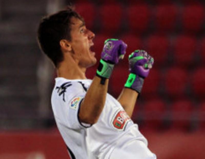 Èsgar Badia , que debutava, celebra el gol LFP