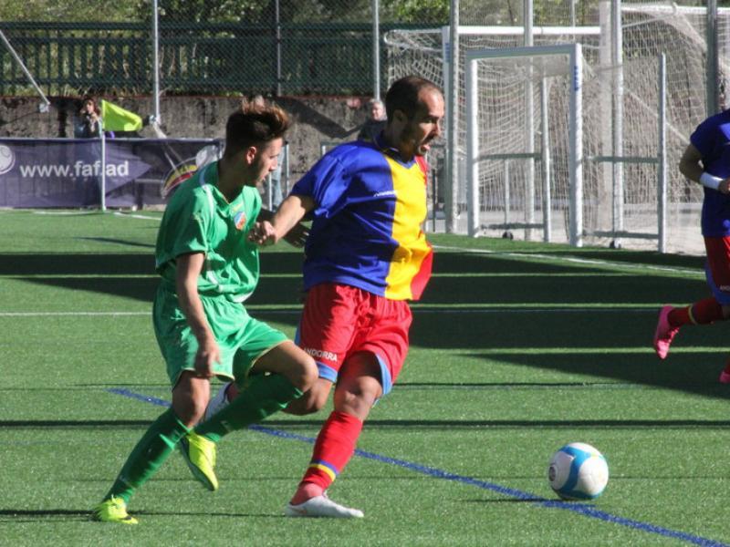 Una acció del partit d'ahir al camp de l'Andorra FC ANDORRA