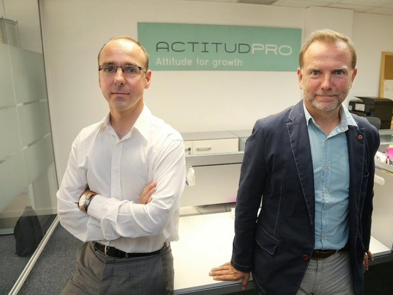 Josep i Fede Martrat, els dos socis fundadors d'ActitudPro a la seu de Barcelona.  ANDREU PUIG