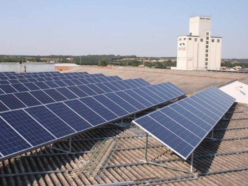 A la imatge, instal·lació fotovoltaica d'autoconsum  ARXIU