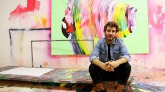 Yago Hortal, a la cambra del seu taller on pinta les seves obres ANDREU PUIG