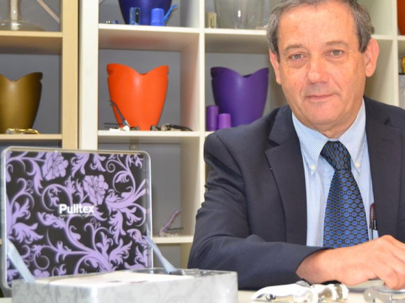 Adolfo Dordella, director general de Pulltex, a la seu de la firma de Sant Boi de Llobregat.  RAMON ROCA